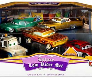 Disney / Pixar CARS Movie Exclusive 1:43 Die Cast Car 5-Pack Deluxe Low Rider Set [Lightning McQueen, Tow Mater, Ramone, Flo, and Tex Dinoco]
